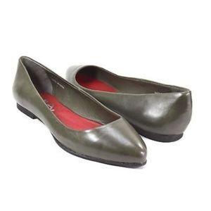 Mia Vena Leather Pointed Toe Flat Taupe/Olive
